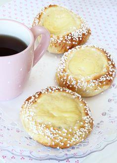 Solskensbullar - Lindas Bakskola & Matskola I Love Food, A Food, Food And Drink, Pastry Recipes, Dessert Recipes, Grandma Cookies, Donuts, Scandinavian Food, Everyday Food