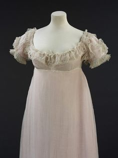 Muslin gown with puffed sleeves and very high waist.