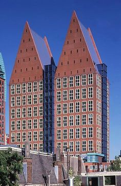 Den Haag - Castalia (1967), hoogte 104 m. Gebouw Ministerie van Volksgezondheid, Welzijn en Sport en Ministerie van Sociale Zaken en Werkgelegenheid.