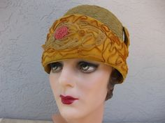 1920's Tan and Autumn Gold Horsehair Flapper Cloche Hat with Straw Soutache Trim...The Great Gatsby