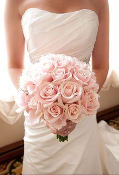 Pink rose wedding bouquet / http://www.himisspuff.com/spring-summer-wedding-bouquets/