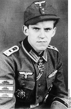 ✠ Johannes-Matthias Hönscheid (14 July 1922 – 2 March 2001) RK 16.03.1945 Oberfeldwebel Kriegsberichter der Fallschirmtruppe [deed in July 1943 Sicily, with III./FJR 4]