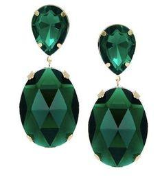 Pendientes color esmeralda con un toque de distinción