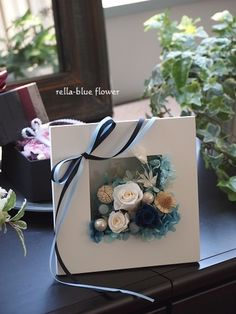 Fashion bouquets 2019 trends, types of photos Flower Frame, Flower Boxes, Flower Art, Handmade Flowers, Diy Flowers, Paper Flowers, Deco Floral, Arte Floral, Flower Packaging