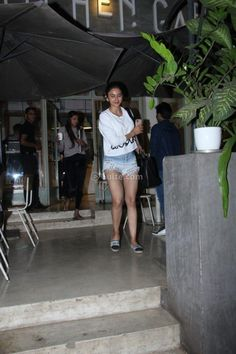 Rakul Preet Singh spotted at a cafe in Mumbai Photos Actress Without Makeup, In Mumbai, Latest Pics, Leather Skirt, Photo Galleries, Mini Skirts, Actresses, Gallery, Fashion