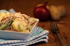 Een lekker plantaardig recept voor de traditionele Hollandse aardappelsalade.Veganaise is onder andere te krijgen bij de AH en Jumbo: bijvoorbeeld de Egg Free Mayo van Biobandits, Mayolijn van Remia of Mayoneze van Yakso, maar je kunt ook zelf hetVegan Challenge recept voor veganaisemaken. Vegas, Vegan Challenge, Vegan Lifestyle, Potato Salad, Feel Good, Salads, Bbq, Vegan Recipes, Easy Meals