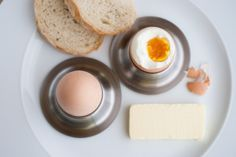 Bio vejce na hniličku, domácí chléb // www.bistrofranz.cz/cs/snidane-brno Eggs, Breakfast, Food, Morning Coffee, Essen, Egg, Meals, Yemek, Egg As Food