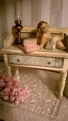 Miniature Dollhouse BEAUTY TABLE di LecreazionidiNadia su Etsy