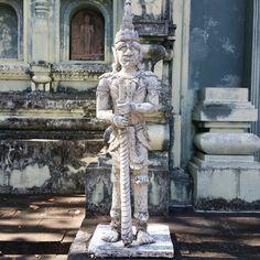 Guerrero frente del Wat Analaya