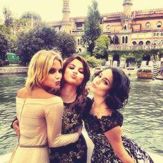 http://24.media.tumblr.com/tumblr_ma5e4rkRt01rcei4io1_500.pn Ashley, Selena and ,Vanessa