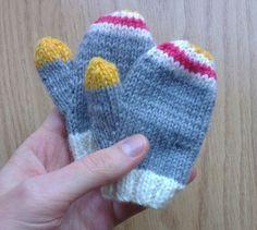 Après avoit fait ce joli bonnet, j'avais très envie de tricoter les moufles assorties ! J'avais prévu de me baser sur un modèle Phildar du même catalogue que le bonnet, mais les explica…