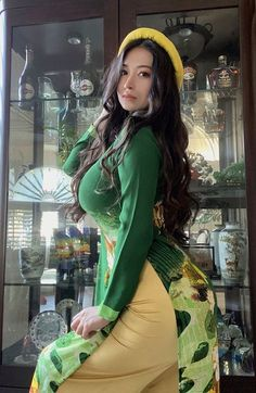 Ao Dai, Sexy Asian Girls, Hot Girls, Vietnamese Traditional Dress, Vietnamese Dress, Vrod Harley, Muslim Women Fashion, Stylish Girl Images, Beautiful Asian Women