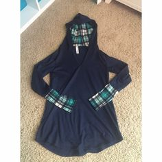 Pullover Sweater Great condition! Smoke and pet free! Sweaters Crew & Scoop Necks