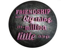 Friendship isn't a big thing it's a million little things @byessay #paint #verf #kleur #color #woonaccessoires #handmade #quote #uitspraak #typografie #typografic #wood #decoratie #interieur #interior #homemade #customised #woorden #words #font #byessay