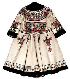 Coat century Region of Oltenia Museum of the Romanian Peasant, Bucharest Ethnic Fashion, Fashion Art, Boho Fashion, Vintage Fashion, Fashion Outfits, Origin Clothing, Historical Clothing, Folk Costume, Costumes