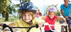El ejercicio físico durante la infancia es esencial. Los niños necesitan ejercitar su cuerpo para crecer fuertes y sanos, mejorar su motricidad y trabajar habilidades como el equilibrio, la flexibilidad o los reflejos.