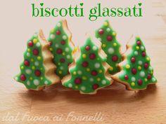 Biscotti glassati: da realizzare con i bimbi e da impacchettare e regalare per Natale! Eccovi la ricetta di questri buonissimi frollini.