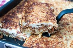 Greek Pastitsio - baked pasta dish by Greek chef Akis Petretzikis. A delicious Greek recipe made with ziti pasta, ground meat, béchamel sauce cheeses and herbs! Pasta Dishes, Food Dishes, Popular Greek Food, Greek Pastitsio, Good Food, Yummy Food, Greek Cooking, Pasta Bake, Pasta Casserole