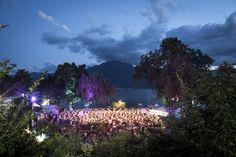 Consacrée à la découverte de tous les genres musicaux, cette scène en plein air et gratuite permet aux groupes suisses et internationaux de jouer devant un public enthousiaste et nombreux pendant le Montreux JazzFestival.La scène Music in the Park est la scène gratuite de la manifestation située dans le Parc Vernex, juste à côté de l'Auditorium Stravinski. C'est vers cette scène qu'un public friand de découvertes se dirige pour se plonger dans l'ambiance joyeuse des concerts en plein air.