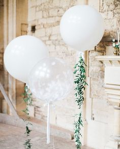 2018 Wedding Trends Welcome friends! Its back to work for me today and Im kicking off our 2018 editorial programme with our traditional post rounding up the Top 10 trends of In years past we& The post 2018 Wedding Trends appeared first on Hochzeit ideen. Wedding Balloon Decorations, Wedding Balloons, Birthday Balloons, Wedding Entrance Decoration, Wedding Centerpieces, Engagement Balloons, Homemade Wedding Decorations, White Party Decorations, Bridal Shower Balloons