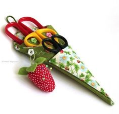 How to DIY Sewn Scissors Case from Template | www.FabArtDIY.com