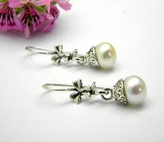 Hey, I found this really awesome Etsy listing at https://www.etsy.com/listing/190846095/small-dangle-pearl-earrings-in-sterling