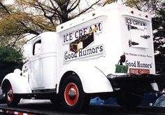 Good Humor Ice Cream Truck, 1938 The icecream truck that came around the block where i lived *) same ice box in the back i loved sitting on the curb waiting for the bell to ring knowing it was turning the corner.awww those days. Classic Trucks, Classic Cars, Good Humor Ice Cream, Foto Picture, Ice Cream Man, Vintage Ice Cream, Cool Trucks, The Good Old Days, Recreational Vehicles