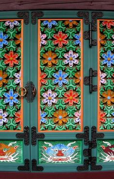 Tongdosa temple doors (South Korea)