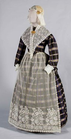 Fries kostuum ca 1860 collectie Fries Museum Traditional Fashion, Traditional Dresses, Historical Costume, Historical Clothing, Folk Clothing, Stripped Dress, Folk Costume, Museum, Dress Up
