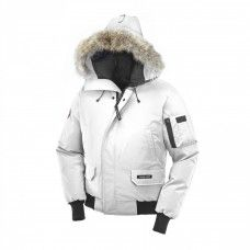 Canada Goose produces extreme weather outerwear since Discover high quality jackets, parkas and accessories designed for women, men and kids. Canada Goose Outlet, Canada Goose Parka, Canada Goose Mens, Canada Goose Jackets, Milan Fashion Weeks, New York Fashion, Teen Fashion, Petite Fashion, Fashion Trends