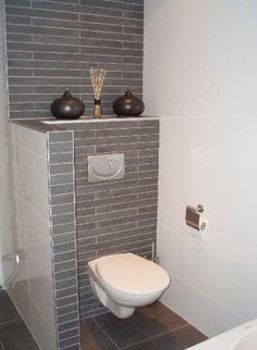 Wc afschermen met muurtje in muur een nisje voor ruimtelijk gevoel en decoratie badkamer - Kleur muur wc ...