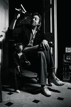 Serge Gainsbourg - Suzy, la marionnette, Paris, Photo by Tony Frank (via) Serge Gainsbourg, Gainsbourg Birkin, Charlotte Gainsbourg, Jane Birkin, Tony Frank, Nerd Boyfriend, French Actress, Expo, Chevrolet Impala