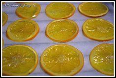 NARANJAS CRISTALIZADAS  Hoy vamos a preparar naranjas ideales para decorar los roscones dereyes, bizcochos... Pero lo primero unas aclarac...