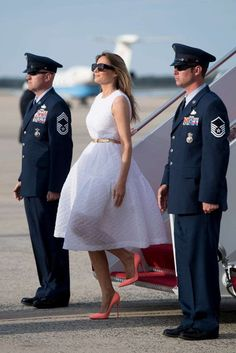 Melania Trump Style as First Lady - Photos of Melania Trump Fashion Trump Melania, Melania Trump Shoes, First Lady Melania Trump, Milania Trump Style, Looks Party, Malania Trump, Dior Gown, First Ladies, African American Women