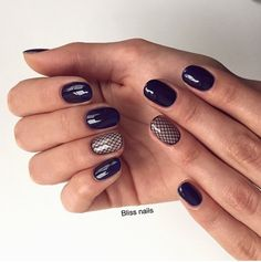 The combination of two classical colors, even on short nails may look elegant and stylish. Deep blue on ring finger looks great with golden beige. The orig