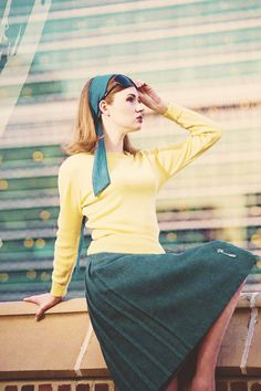 karen gillian. cute green and yellow.