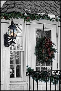I love this garland tucked under the eaves - wonder if that would work on my house. Much prettier than icicle lights.