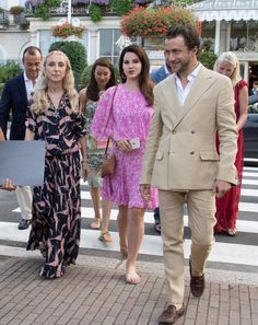 Lana leaving the Hotel Des Iles Borromees in Stresa, Italy (July 31, 2015)