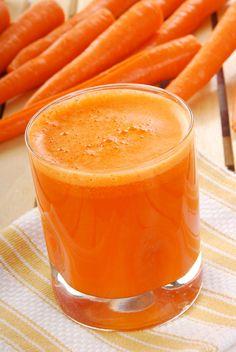 LARINGITE  Ingredientes: - rodelas de abacaxi  - cenoura picada - água filtrada Modo de preparo:  Bata as frutas com a água e adoce de acordo com o gosto