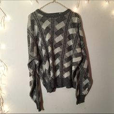 Vintage oversized sweater Super cute and comfortable. Very soft and quality knit pattern. Great oversized fit for small-medium. Not brandy brand Brandy Melville Sweaters Crew & Scoop Necks