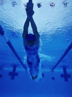 Female Swimmer Diving into Pool, Underwater View Photographic Print I Love Swimming, Swimming Diving, Scuba Diving, Michael Phelps, Female Swimmers, Swimming Motivation, Fitness Motivation, Competitive Swimming, Learn To Swim