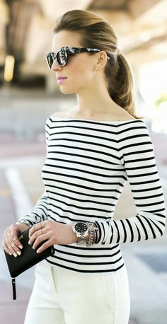 Off the shoulder striped tee // stripe