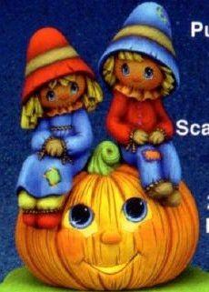 ScareCrow Lovers on Sill Sitter Pumpkin
