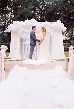 #wedding #cloud9wedding #WeddingOnCloud9 #inspiration ceremony backdrops:  white balloons (photo by jesi haack)