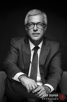 Foto de perfil profesional para Josep Fèlix Ballesteros. Político y alcalde de Tarragona. Fotografías para prensa, redes sociales y campaña electoral.