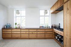 Frederiksberg - Snedkeriet KBH Kitchen Cupboards, Kitchen Pantry, Wooden Kitchen, Kitchen Dining, Casual Home Decor, Level Design, Hallway Designs, New Kitchen Designs, Summer Kitchen
