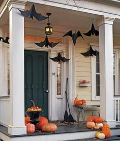Hanging Bats Paper Models With Templates - by Martha Stewart  --    An easy-to-build project with templates and tutorial, to decorate your home for Halloween night. By Martha Stewart website.