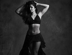 A few days ago it was revealed that Katrina Kaif who has worked with Shahrukh Khan in 'Jab Tak Hai Jaan' and 'Zero'. Katrina Kaif Body, Katrina Kaif Navel, Katrina Kaif Bikini, Katrina Kaif Hot Pics, Katrina Kaif Photo, Bollywood Actress Hot Photos, Beautiful Bollywood Actress, Most Beautiful Indian Actress, Bollywood Actors