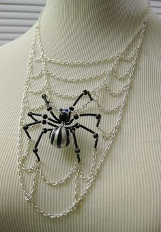 Spider Web Necklace Halloween Jewelry by MegaloDesigns on Etsy Wire Jewelry, Jewelry Crafts, Beaded Jewelry, Jewelery, Jewelry Necklaces, Handmade Jewelry, Beaded Necklace, Jewelry Ideas, Halloween Schmuck