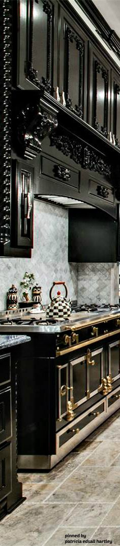 Dramatic kitchen in black and white